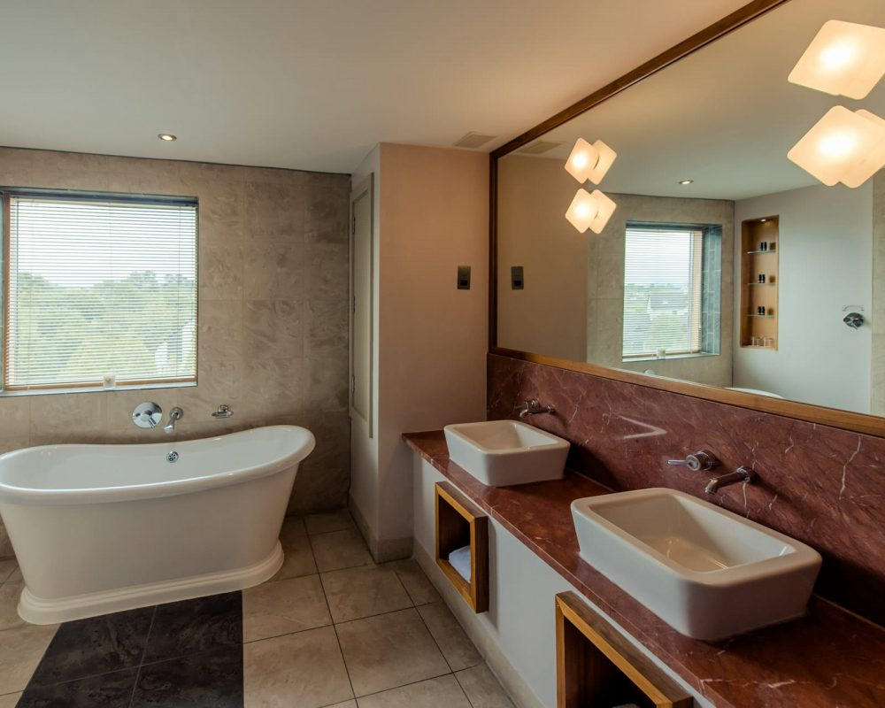 Osprey Hotel Superior Bathroom with Bath